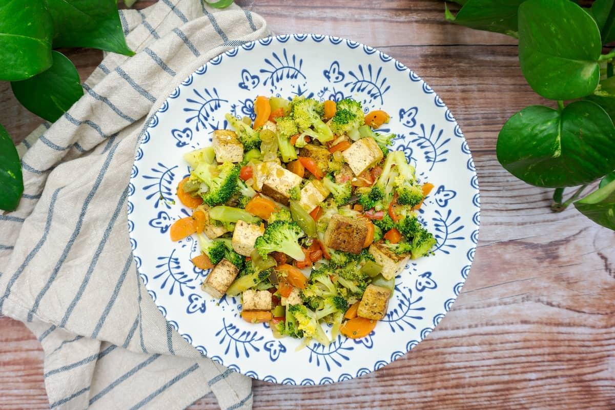 Salteado de verduras con tofu ahumado