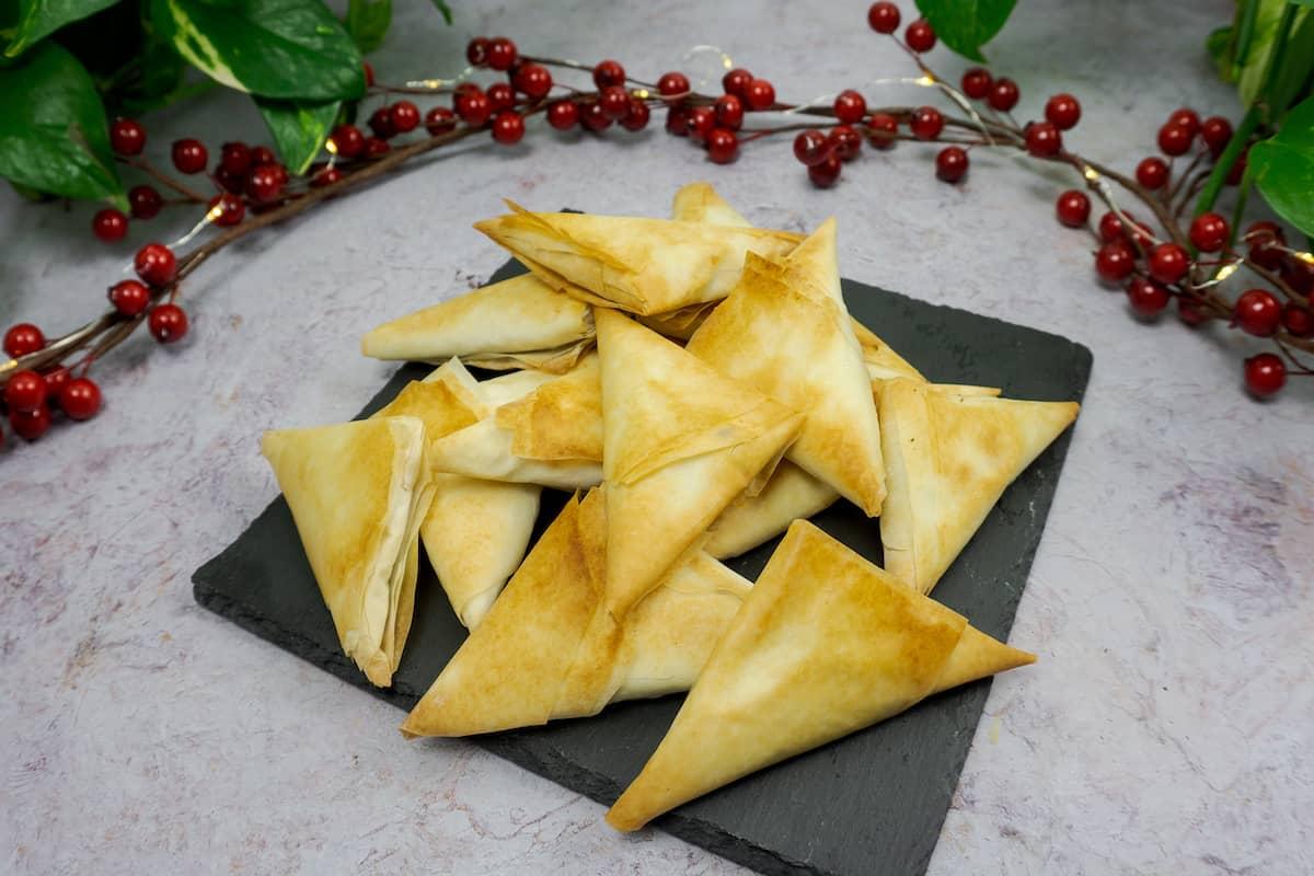 Triángulos de tofu especiado