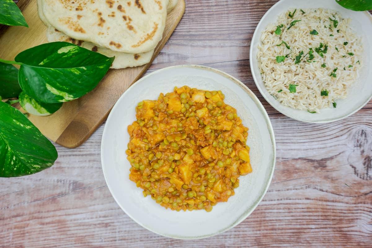 Curry de guisantes o aloo matar vegano